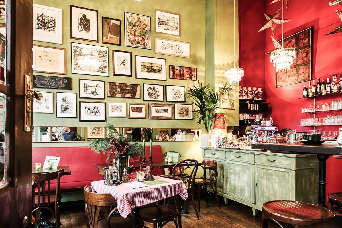 Petit rouge the dorf for Petit restaurant