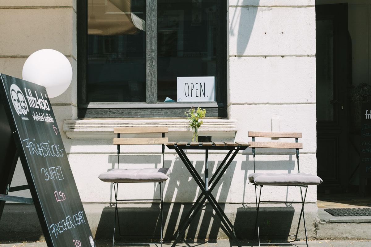 caf the dorf. Black Bedroom Furniture Sets. Home Design Ideas